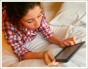 teen reading on amazon kindle