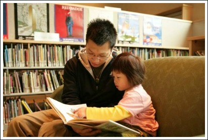 dad and child at library